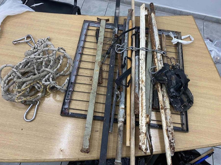 Ορειβατικά σχοινιά και σιδερολοστοί σε κελιά των Φυλακών Κορυδαλλού