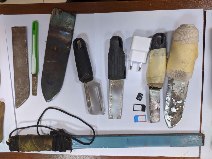 Μαχαίρια και κινητά στις φυλακές Σερρών και Χανίων
