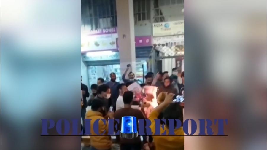 Ισλαμιστές στην Αθήνα έκαψαν εικόνες του Μακρόν – Καλούν σε διαμαρτυρίες κατά της Γαλλίας στο Σύνταγμα